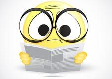 Förvirrad läsning för Emoticon en tidning Fotografering för Bildbyråer