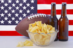 Fútbol americano con la cerveza y los microprocesadores imagen de archivo