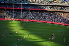 Fútbol australiano en el estadio del magnetocardiograma fotografía de archivo