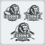 Fútbol, béisbol y logotipos y etiquetas del hockey Emblemas del club de deporte con la cabeza del león libre illustration
