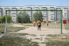 Fútbol de la calle en Rusia Fotos de archivo