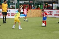 Fútbol de los niños Fotos de archivo