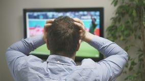 Fútbol de observación del hombre triste metrajes