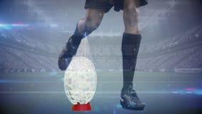 Fútbol de retroceso con el pie del jugador del rugbi con los cascos de cristal animados que vienen apagado la bola en estadio lle almacen de video