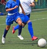 Fútbol del juego de las mujeres jovenes Fotos de archivo libres de regalías