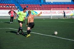 Fútbol del juego de los muchachos Fotografía de archivo libre de regalías