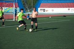 Fútbol del juego de los muchachos Fotografía de archivo