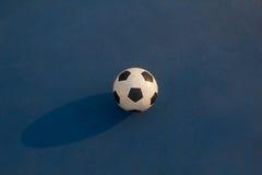 Fútbol en fondo azul Fotografía de archivo libre de regalías