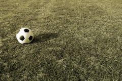 Fútbol en hierba con estilo del vintage Fotos de archivo libres de regalías
