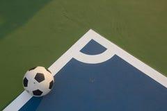 Fútbol en la esquina del campo Imágenes de archivo libres de regalías