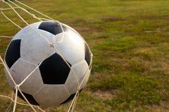 Fútbol en la red de la meta Foto de archivo libre de regalías