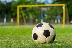 Fútbol (socer) y meta Imagen de archivo libre de regalías