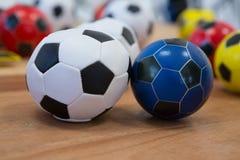 Fútboles en la tabla de madera Fotografía de archivo libre de regalías
