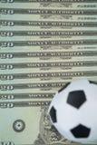 Fútboles en notas de una moneda Fotos de archivo libres de regalías