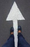 Füße auf Asphaltstraße Lizenzfreies Stockbild