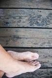 Füße auf Boden Lizenzfreie Stockfotos