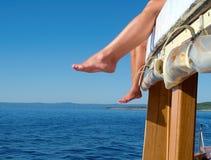 Füße auf dem Boot Lizenzfreie Stockfotografie