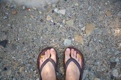 Füße auf der Straße lizenzfreies stockfoto