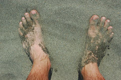 Füße auf einem Strand Lizenzfreie Stockfotografie