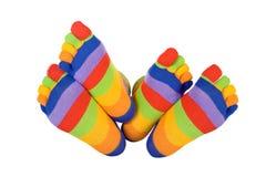 Füße in den lustigen Socken Stockfotografie