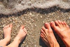 Füße in der Brandung Lizenzfreies Stockbild