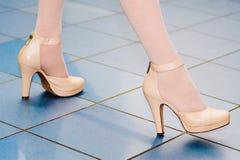Füße der Frau Stockfotos