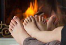 Füße der Kinder sind erhitzt stockbilder