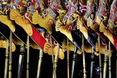 Füße der ledernen Marionette stockfotos