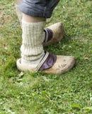 Füße des alten Mannes, in den weißen Socken Lizenzfreie Stockfotografie