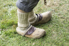 Füße des alten Mannes, in den weißen Socken Lizenzfreie Stockbilder