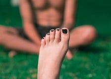 Füße eines schönen Mädchens lizenzfreies stockfoto