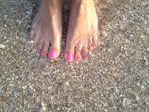 Füße im Meer Stockfotos