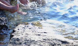 Füße im Meer Lizenzfreie Stockfotografie
