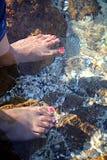 Füße im Wasser Lizenzfreies Stockfoto
