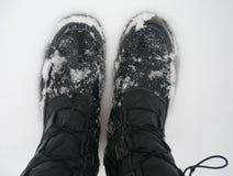 Füße innen zum Schnee stockfoto