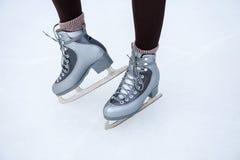Füße Mädcheneislauf Lizenzfreies Stockfoto
