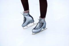 Füße Mädcheneislauf Lizenzfreie Stockfotos