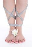 Füße mit einer Blume Stockfotos