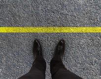 Füße sind auf Straße Lizenzfreies Stockfoto