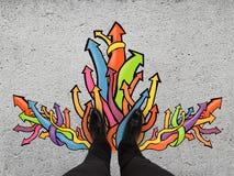 Füße und Farbpfeile Lizenzfreie Stockfotos