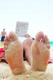 Füße und Lesebuch Stockbilder
