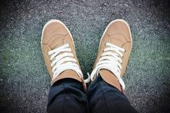 Füße und Schuhe. Selfie-Bild stockbild