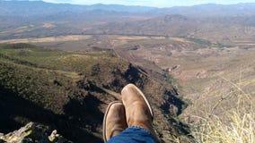 Füße von der Spitze des Berges lizenzfreie stockfotografie