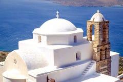 Führen Sie Ansicht der traditionellen griechischen cycladic Kirche in Plaka-villag einzeln auf stockfoto