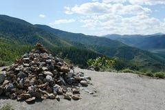 Führen Sie Chike-Taman Die alte Straße der Chuysk-Fläche Berg Altai Spirkebäume und Tannenbäume Stockbild