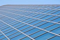Führen Sie Fassade eines Bürohauses einzeln auf Stockfotos