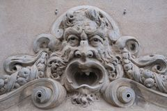 Führen Sie Maskenansicht, Acireale, Sizilien, Italien einzeln auf Stockfotografie