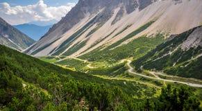 Führen Sie trought die Alpen Stockfoto