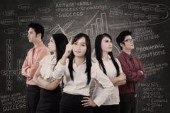 Führender Vertreter der Wirtschaft mit starkem Team Stockfotografie