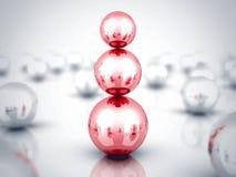 Führer-Red Glass Sphere-Pyramide Schach stellt Bischöfe dar Stockfotografie